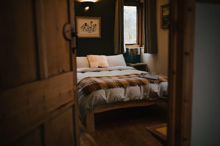 Llwynbwch Barn main bedroom