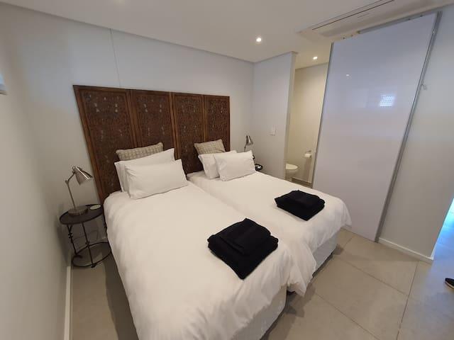 3rd Bedroom (available after 5 guests - 2 Single beds)