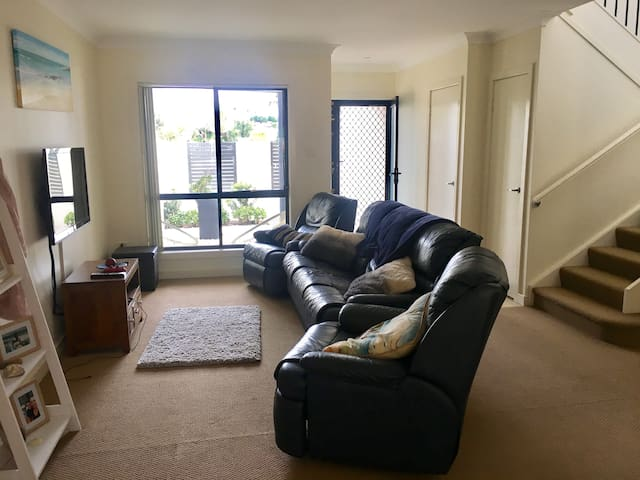 Spacious 3 bedroom townhouse in central location.