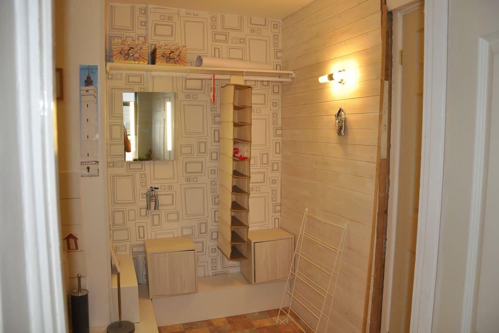 Storage space adjacent to en-suite