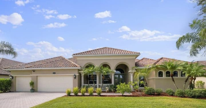 Lavish Living, 2 miles from Brevard County Beach's