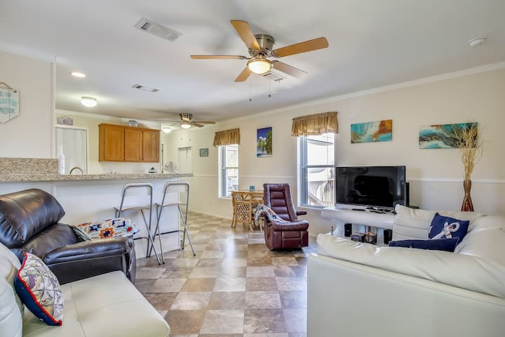 Sunny home w/ firepit, private pool, private gas grill, & tiki bar!