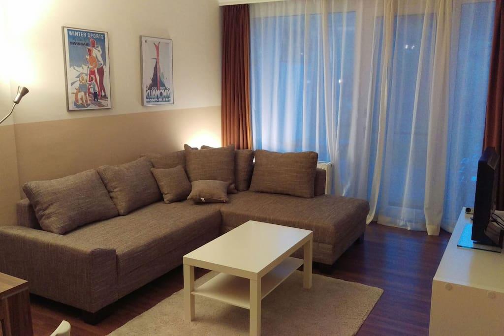 Wohnzimmer mit Schlafcouch (ausziehbar zu Doppelbett)