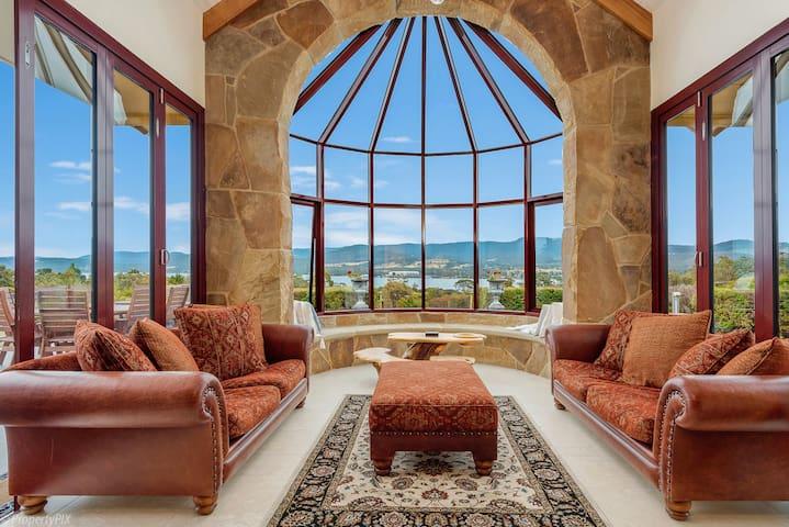 STAY 5 Pay 4 - Bellevue Lodge Luxury escape