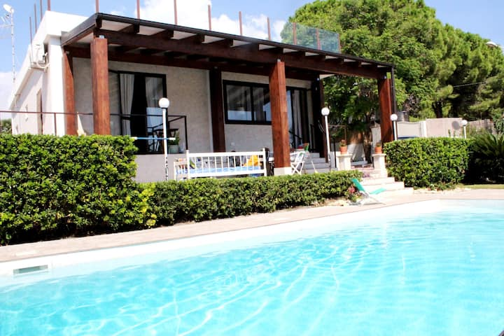 Single House Private Pool - 300 m from the beach