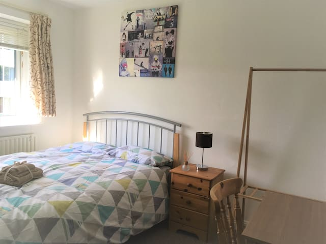 Lovely double bedroom close to Portslade station