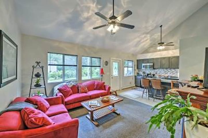 Modern 2 BED HOME, Mins to Hwy 95, COLLEGES, Beach