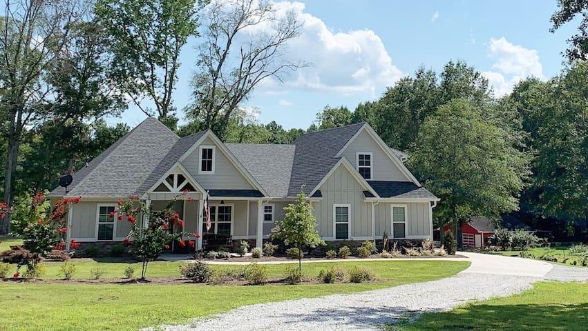 Honey Hill Farm-spacious suite w/private entrance