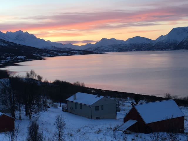 Jiehkkevarri Lodge, Lyngen Alps