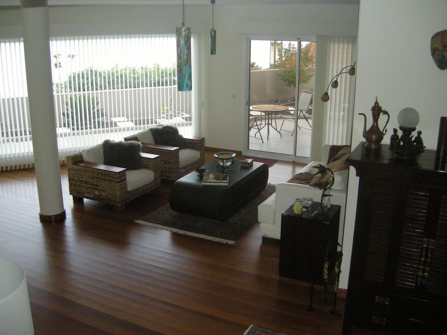 Spacious living room with garden on bottom floor and superb sea view