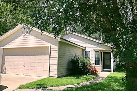 Convenient and quiet two bedroom house