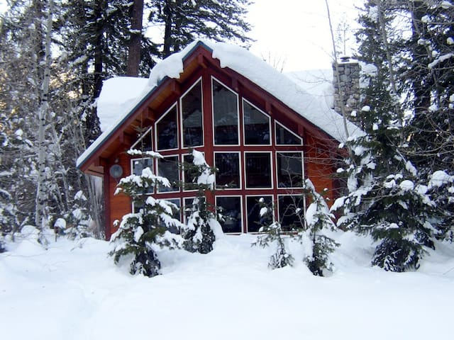 Incredible Log Home on Methow River - Mazama - Huis