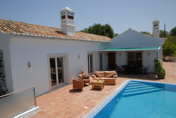 Double Bedroom & en-suite, Pool & Panoramic Views - Loulé - Bed & Breakfast