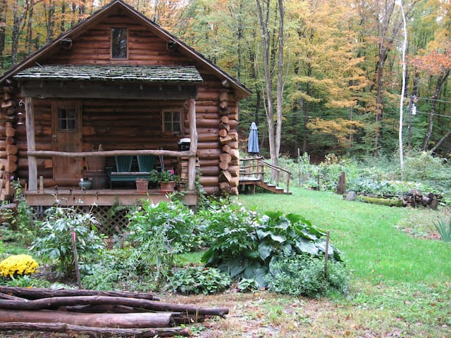 Beautiful Vermont Log Home Retreat - Putney - House