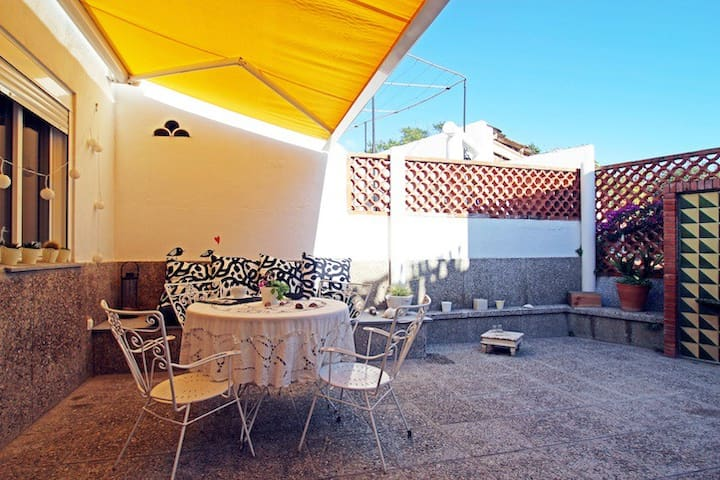 Sunny, renovated, nice beach House with terrace - Garraf - Casa