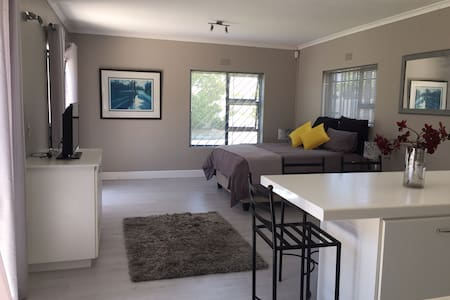 New 1 bedroom Studio with Tropical Pool Area - Cape Town