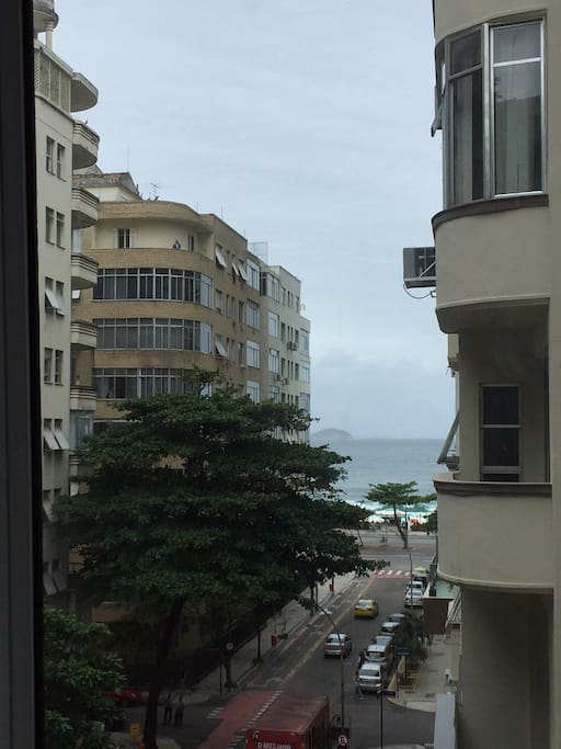 Vista lateral mar, Copacabana, Posto 05. Prédio com Portaria 24h