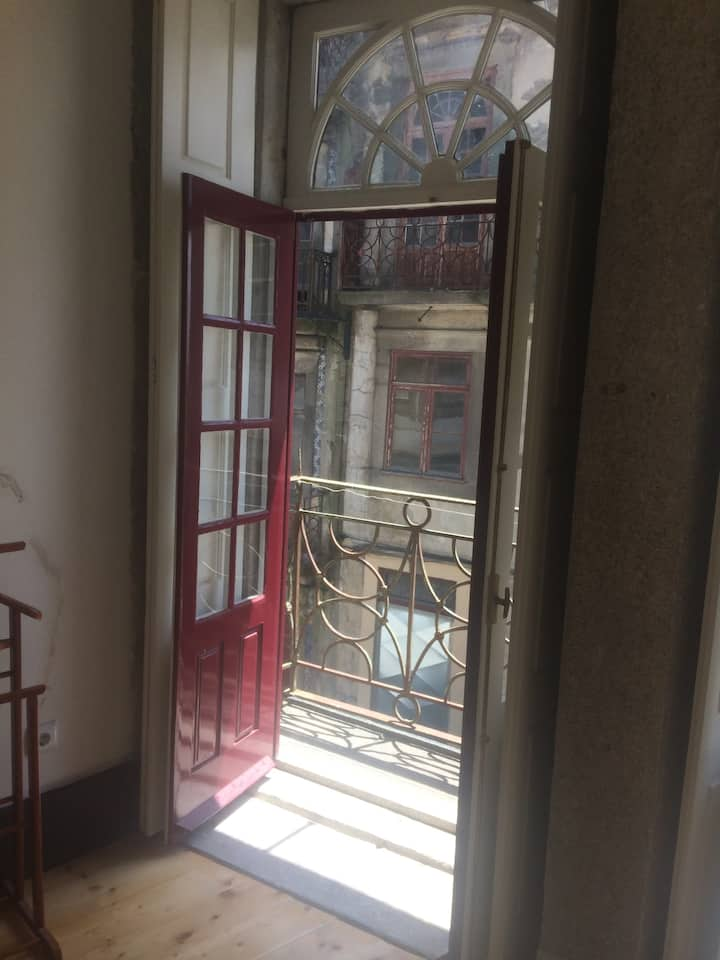 Old town balcony - Mixed 6 bed dorm M1