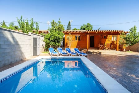 Beautiful Wooden Cottage with Pool, Air Conditioning & Spacious Terrace; Parking Available