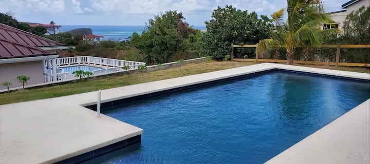 Beautiful house with swimming pool and sea view