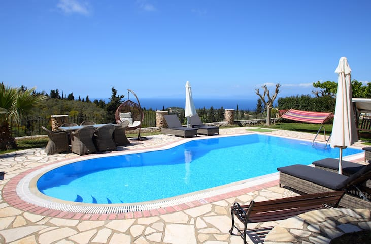 SPECIAL OFFER FOR 10 UNTILL 13 JULY:Villa Thanasis