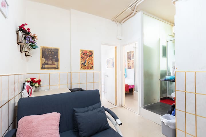 電影特色装修 旺角朗豪坊附近 地铁站方便 两房一厅兩廁所多窗 干净整洁舒适2晚有折扣适合4人家庭住