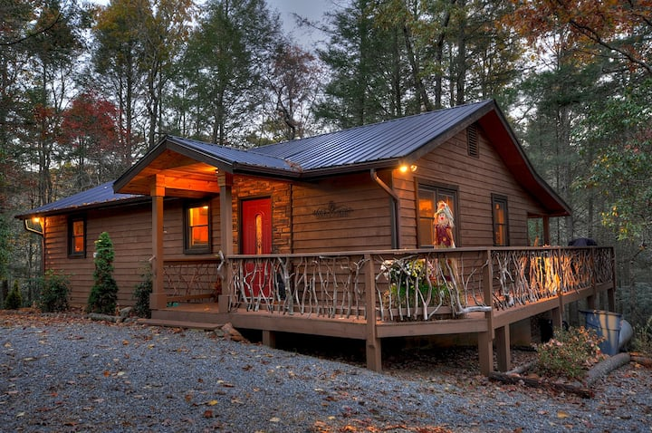 Tranquilty and Peace at this Mountain Cabin -  a stones throw to Toccoa River|  2 Bedroom, 2 Bathroom