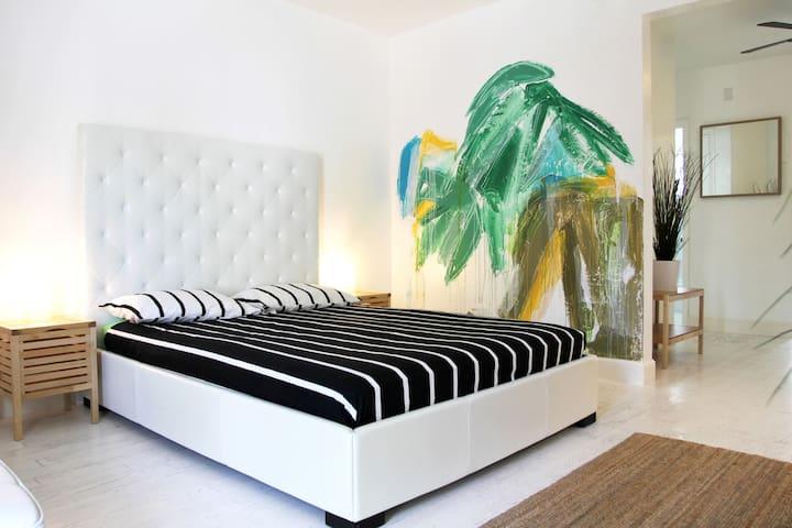 *TROPICAL DECO APARTMENT - Steps From The Beach* - Miami Beach - Daire