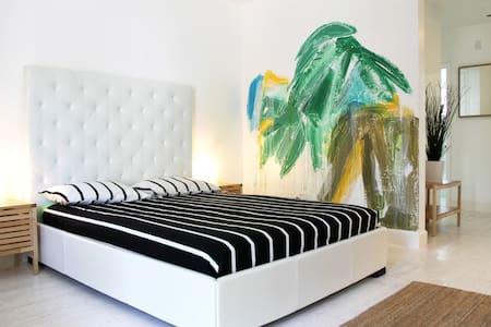 *TROPICAL DECO APARTMENT - Steps From The Beach* - Miami Beach
