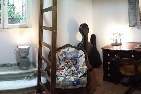 Artistic flat in a historic central building - Roma - Apartment