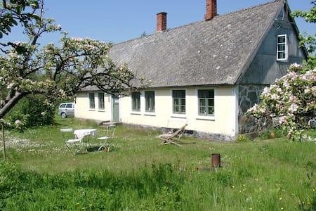 Summer cottage with plenty of space - Simrishamn