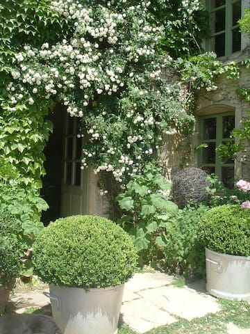 In Burgundy, bed and breakfast - Sacquenay - 家庭式旅館