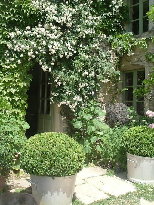 En bourgogne chambres d 39 h tes les champs pen ts guest houses louer sacquenay burgundy - Chambres d hotes en bourgogne ...