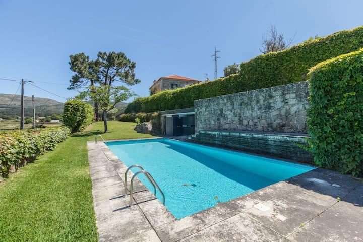 Casa de campo com piscina - Vila Praia de Ancora  - House