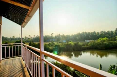 PRIVATE RESORT AC ROOMS WITH POOL- 5 MINS BEACH