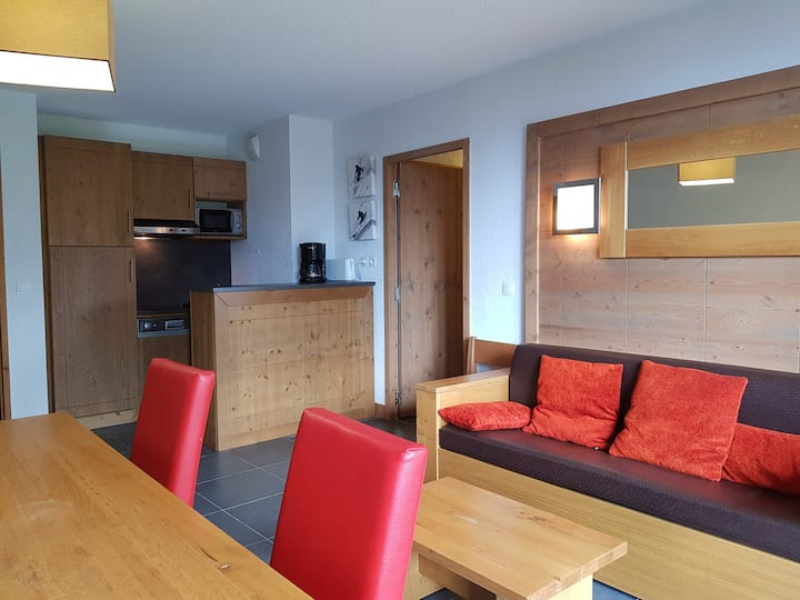 3 rooms apartment  8 persons in Arc 1600 close to the slopes and the shops with free access to the swimming pool and sauna in the residence