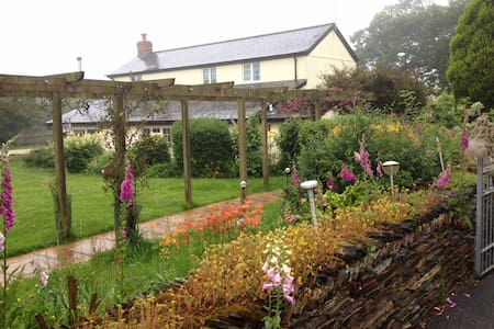 Barton Gate Farm B&B room 1 - Pancrasweek - Bed & Breakfast