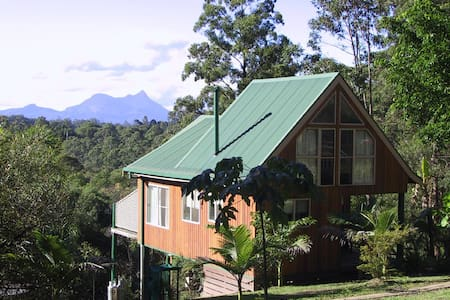 Calurla at Nimbin Chalet with loft - Lillian Rock