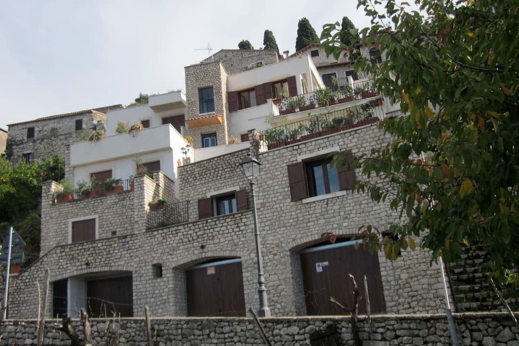 the medieval stone court in the historical centre: modern Apartments with 2 bedrooms,2 bath, kitchen, living room, terrace