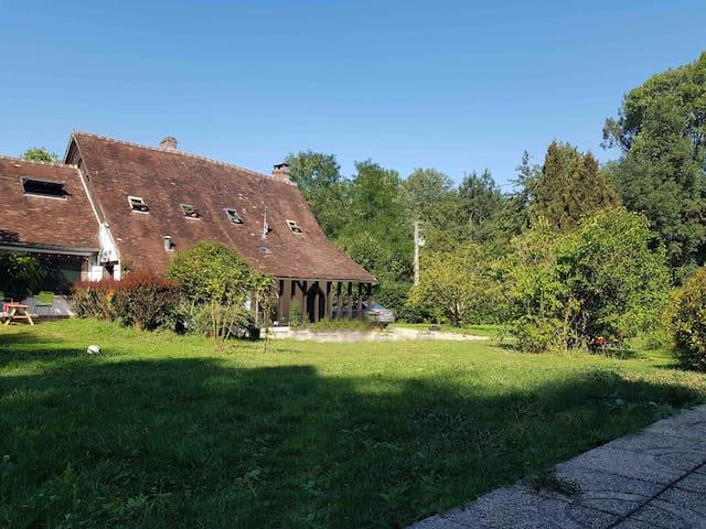 Maison familiale beau jardin/piscine 1h30 de Paris