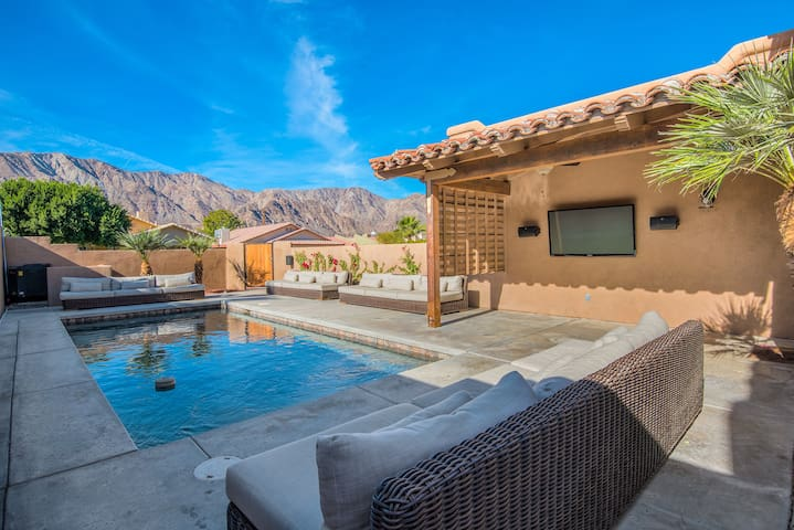 Stunning Views, Huge pool, VIP outdoor living