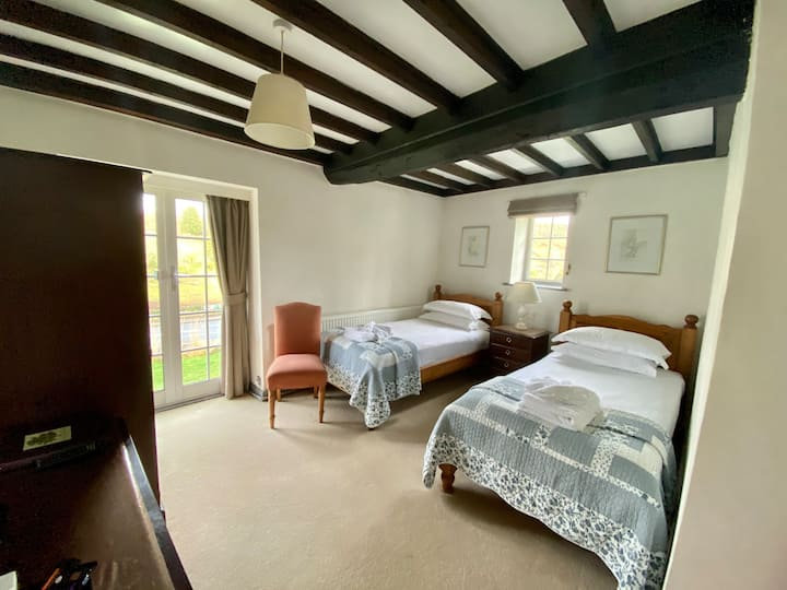 Home Farm Hotel & Restaurant Twin Bedroom