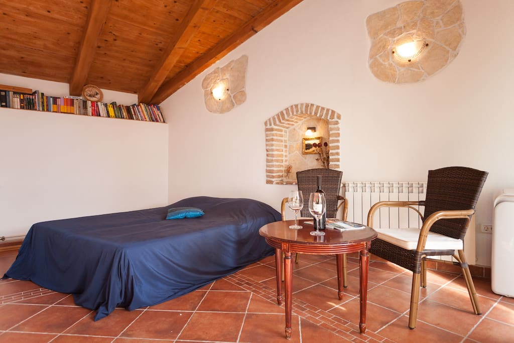 Room with the bed, table and a little book shelf - anyone who wishes can read a book on their stay. If you wish to take a book outside of the house (to the beach or trip around Rovinj) - it's important to ask us!