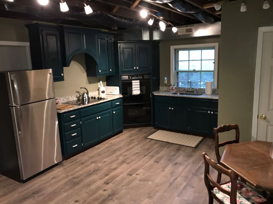 Brand new kitchen with granite countertops!