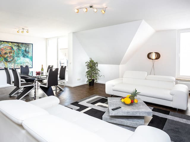 Spacious and bright apartment with furnished balcony and parking space