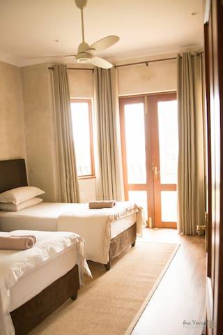 Bedroom 1 (sleep 2)