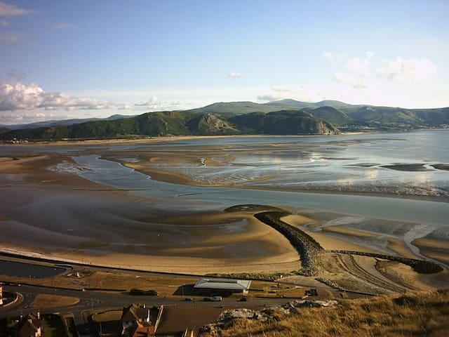 Wales - Location Location Location! - Llandudno - Huis