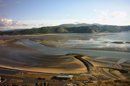 Wales - Location Location Location! - Llandudno