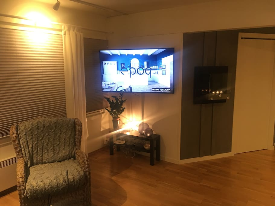 55 tommer 4K tv and a bio fireplace