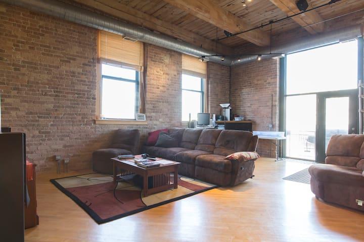 Bedroom in Historic Chicago Loft - Chicago - Loft